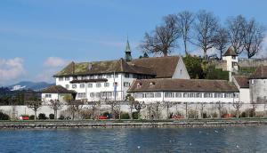 Kloster Rapperswil, vom See aus gesehen