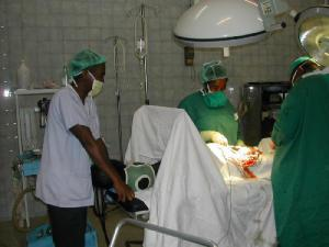 Operation in der Klinik des Kapuziners Stefano in Madagaskar