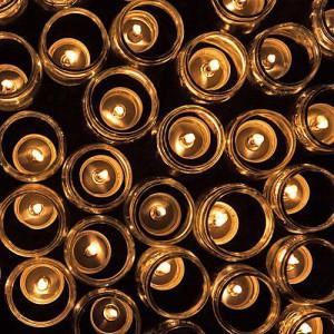 Ein Blick in die Nähe - jede einzelne Kerze trägt zum Stern bei.