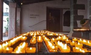 Kerzen als helfende Beterinnen.