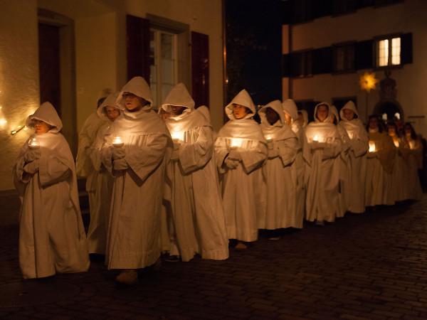 Bei den singenden Engel finden sich nur Mädchen und Frauen.